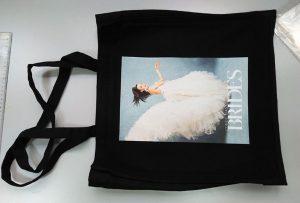 英国の顧客からのブラックサンプルバッグは、dtg繊維印刷機によって印刷された