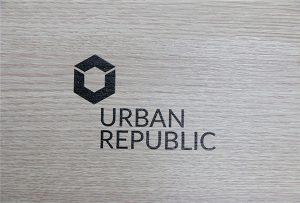 WER-D4880UVによる木材へのロゴ印刷